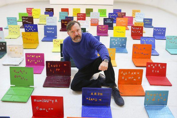 Singular: o pintor, escultor e gravador Alex Flemming (Marcos Santos)